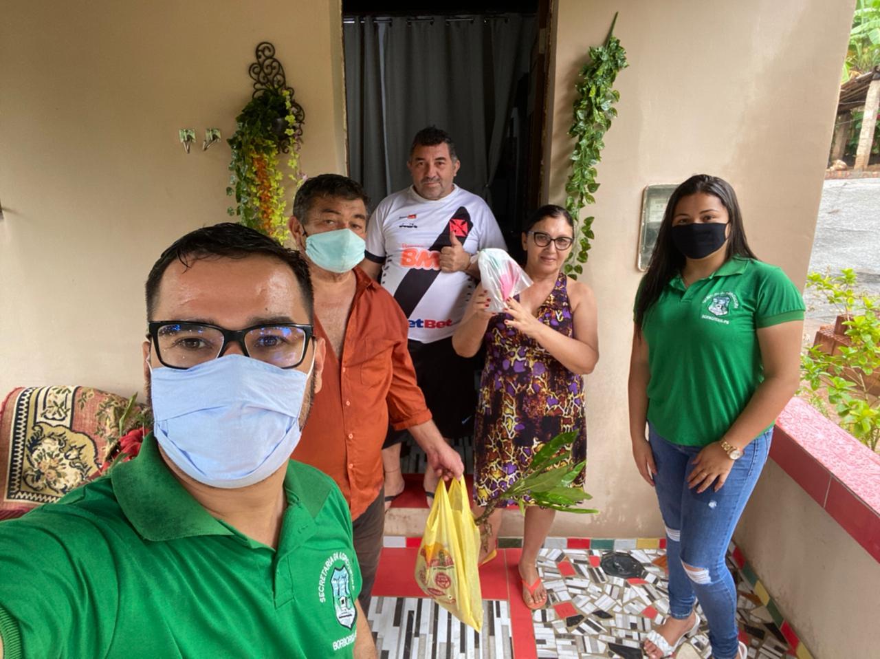"""Secretaria de Agricultura, em parceria com a Secretaria de Saúde, faz entrega de """"Kit Covid"""" para os agricultores"""