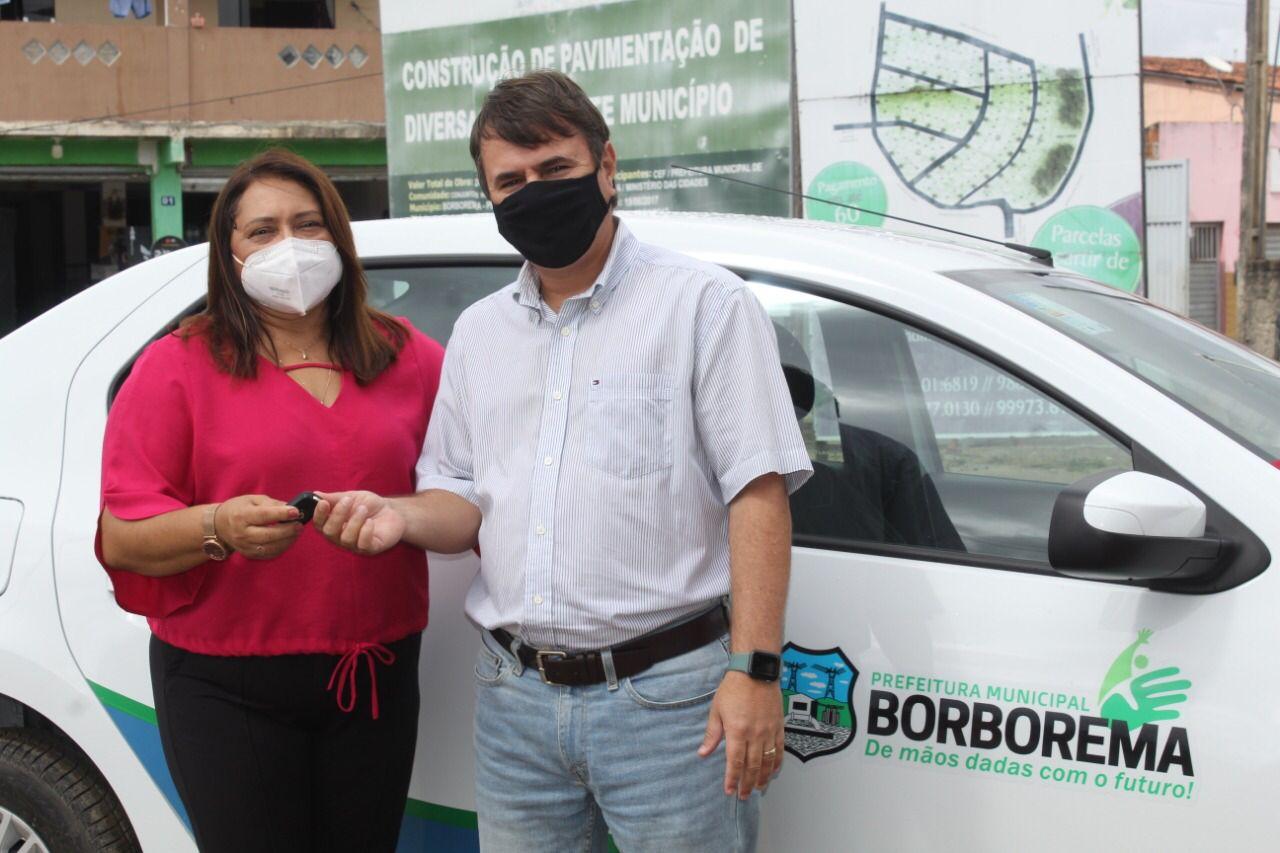 Prefeitura de Borborema entrega mais um veículo 0km à população do município